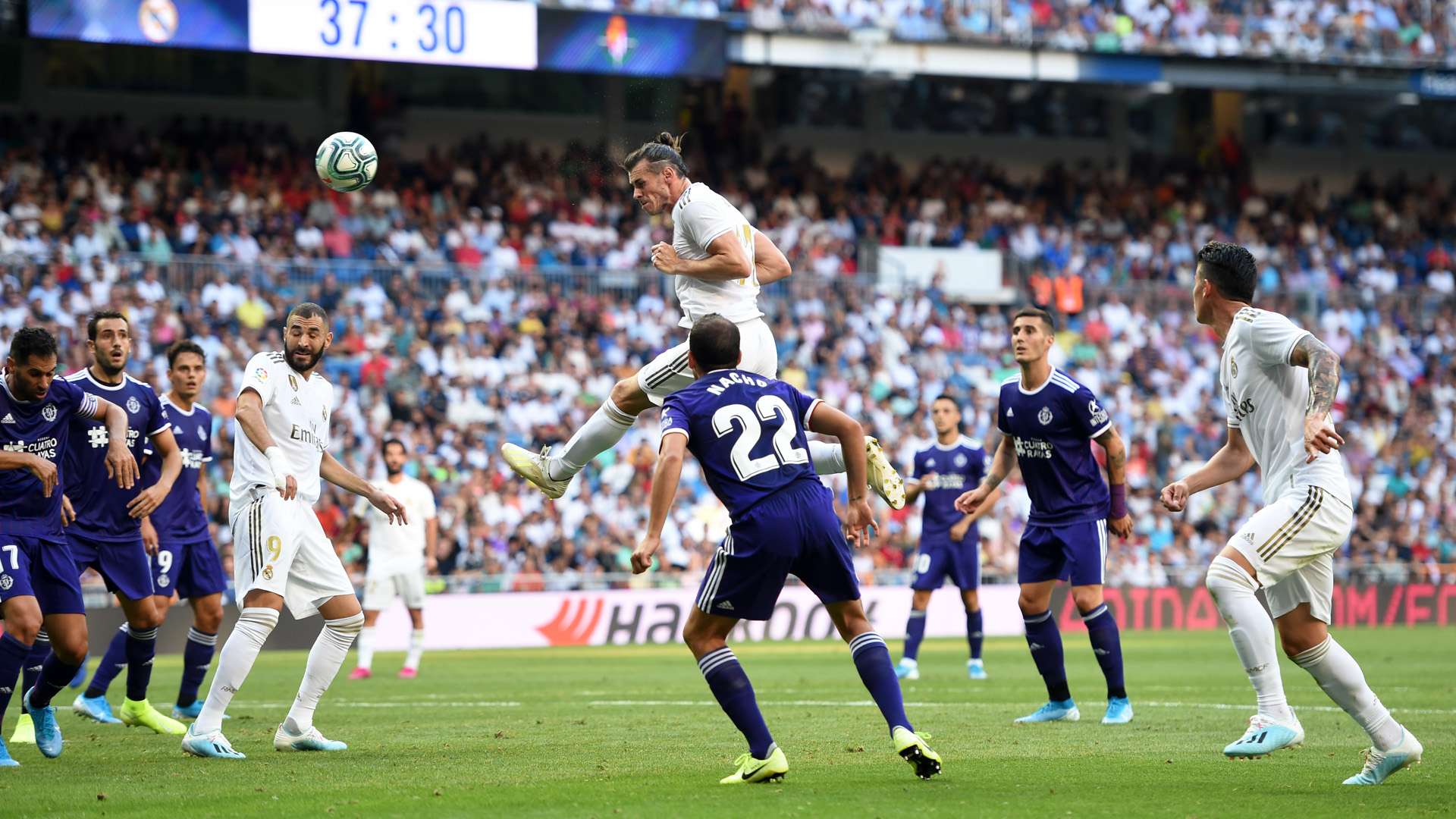 Image result for Real Madrid chia điểm Valladolid