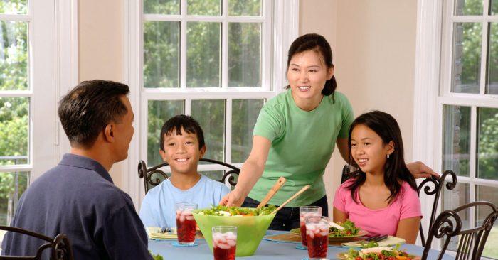 Những gia đình hạnh phúc đều giống nhau: Mẹ được chiều chuộng, cha được tôn trọng, con được tiếp nhận